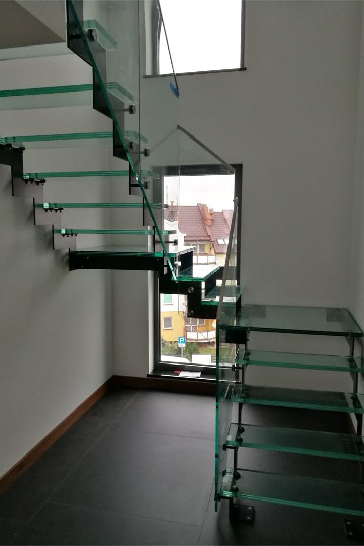 Szklane schody z balustradami – podstawowe informacje